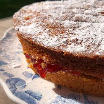 gluten free victoria sponge cake detail